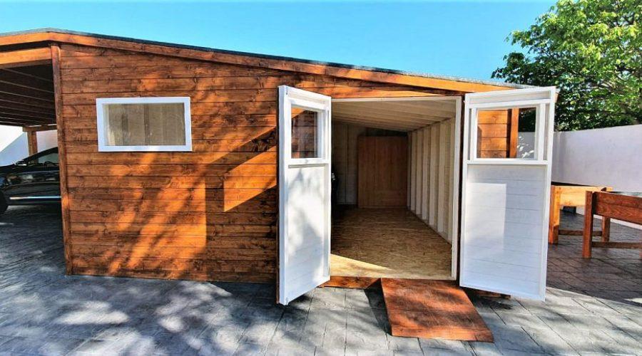 Garaje de madera, en Caseta Living